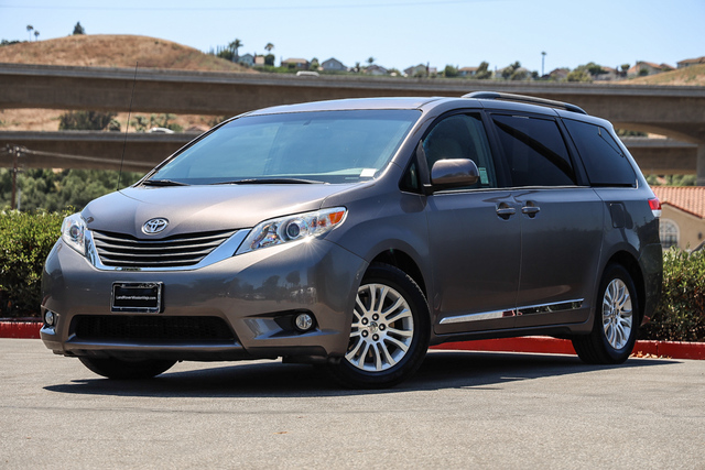 Pre-Owned 2014 Toyota Sienna 5dr 8-Pass Van V6 XLE FWD